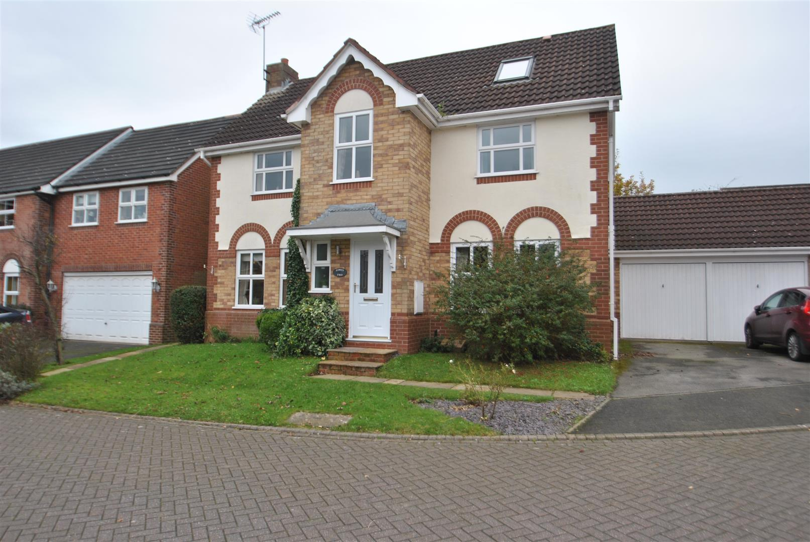5 Bedrooms Detached House for sale in Stonehill Close, APPLETON, Warrington, WA4